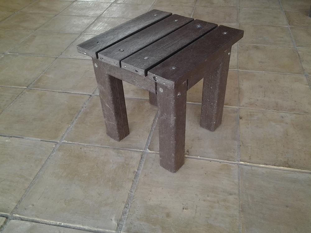 Muebles - Mesita de Plástico Reciclado